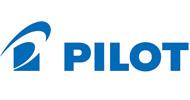 Een logo van Pilot. Sinds 1918 worden er al PILOT pennen gemaakt. Al bijna 1 eeuw brengt PILOT nieuwe oplossingen op gebied van schrift.